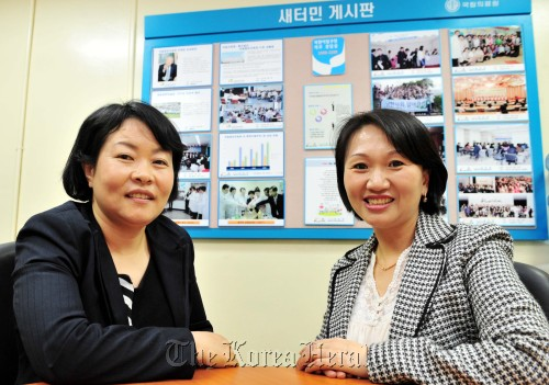 Kim Geum-hi (left) and Im Hyang run the North Korean Defector Medical Counseling Center at the National Medical Center in Seoul. (Kim Myung-sub/The Korea Herald)