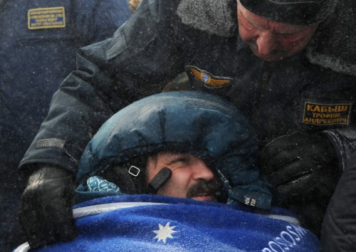 Russian space agency rescuers help Russian cosmonaut Alexander Kaleri shortly after their landing near the town of Arkalyk in northern Kazakhstan, Wednesday, March 16, 2011. NASA astronaut Scott Kelly and two Russian cosmonauts landed safely Wednesday in the snowy expanses of central Kazakhstan after spending a five-month stint on the International Space Station. (AP-Yonhap News)