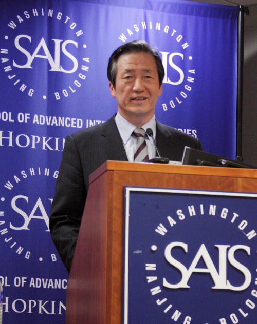 Rep. Chung Mong-joon gives a lecture at Johns Hopkins University's School of Advanced International Studies in Washington on Tuesday. (Yonhap News)