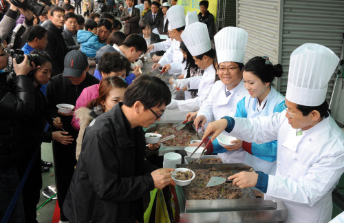 Korean beef promotion event is held in Suwon, Gyeonggi Province. (Yonhap News)