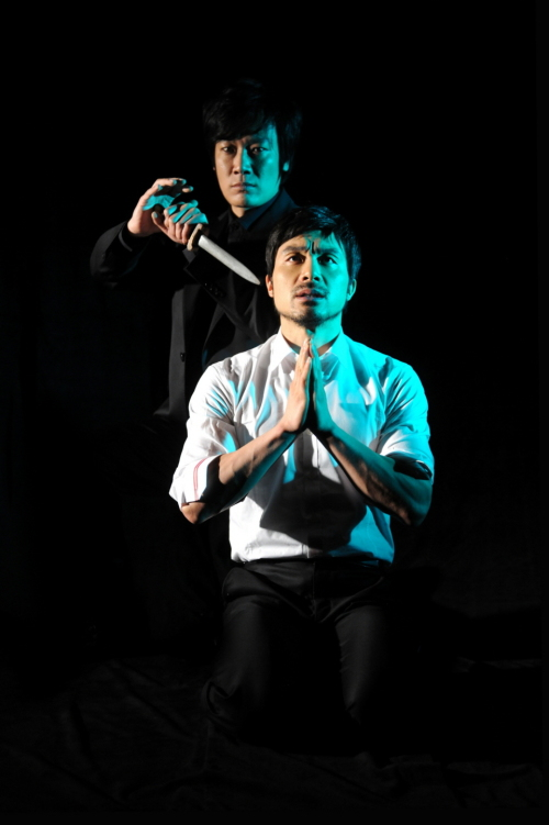 """A scene from """"Hamlet"""" which runs through April 24 at the Sejong Center for the Performing Arts' M Theater in central Seoul. (Sejong Center for the Performing Arts)"""