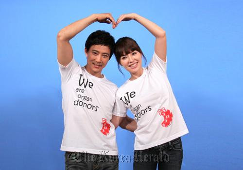 Choi Soo-jong (left) and Ha Hee-ra