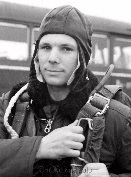 This photo released by TASS in April 1961 shows cosmonaut Major Yuri Gagarin during training. (AP-Yonhap News)