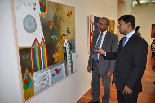 Bangladesh Ambassador Shahidul Islam (right) discusses the different imagery found in contemporary Bangladesh art with India Ambassador Skand R. Tayal. (Yoav Cerralbo/The Korea Herald)
