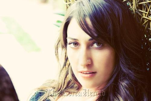 U.S. singer-songwriter Sara Bareilles (9 Entertainment)