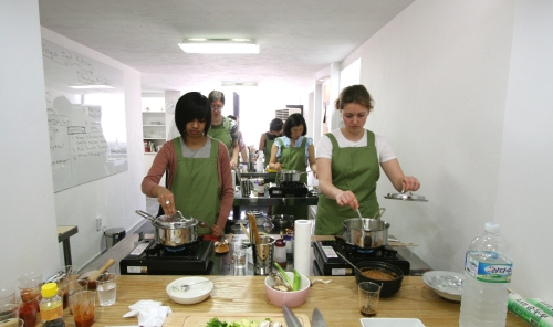 A vegetarian cooking class at O'ngo Culinary School. (O'ngo Food Communications)