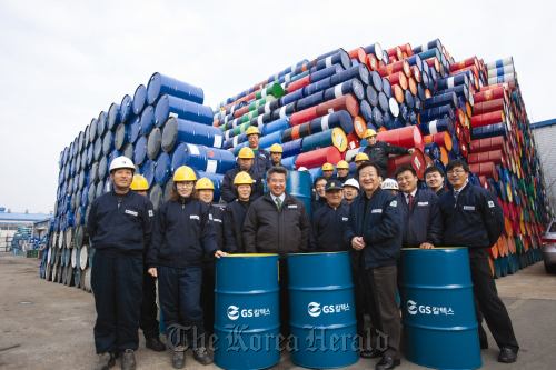 Employees of GS Caltex and its subcontractors at the firm's production base in Yeosu, South Jeolla Province. (GS Group)