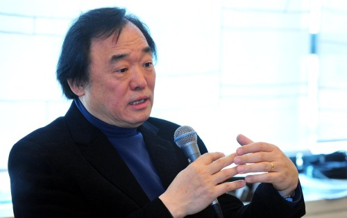 Pianist Paik Kun-woo speaks during a press conference in Seoul on Thursday. (Kim Myung-sub/The Korea Herald)