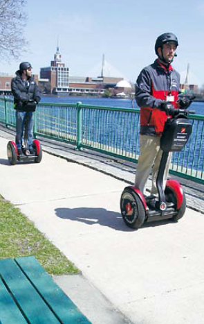 Museum of Science twowheel,gyroscopic, personal transporter tour guide Nick Rosato (right), of Boston escorts Waldo Holtzhausen on a tour route along the Charles River in Cambridge, Massachusetts, April 15.(AP-Yonhap News)