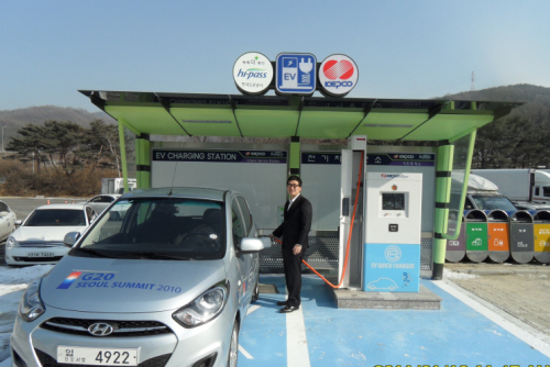 An electric car-charging station on Jungbu Expressway operated by KEPCO. (KEPCO)