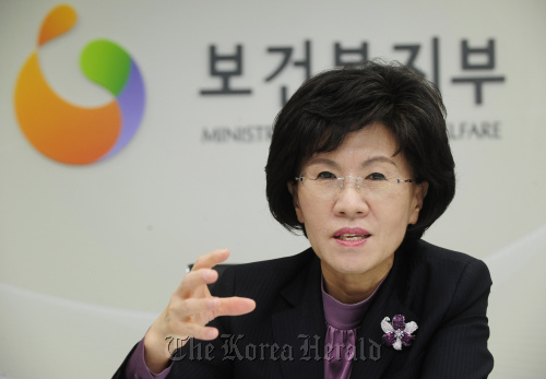 Health and Welfare Minister Chin Soo-hee talks about the importance of sharing in an interview with The Korea Herald at her office in Seoul last week. (Park Hae-mook/The Korea Herald)
