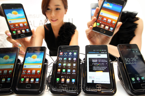 Samsung's new Galaxy S2 smartphone (Yonhap News)