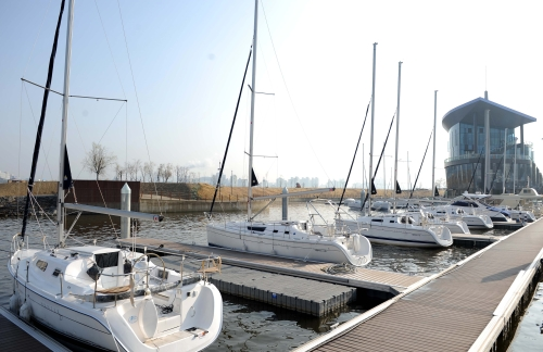 Yachts are anchored at Seoul Marina which opened in Yeouido-dong, central Seoul, last month. (Seoul Metropolitan Government)