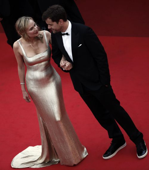 """Canadian actor Joshua Jackson and German actress Diane Kruger on the red carpet before the screening of """"We Need to Talk About Kevin"""" at the 64th Cannes Film Festival on Thursday. (AFP-Yonhap News)"""