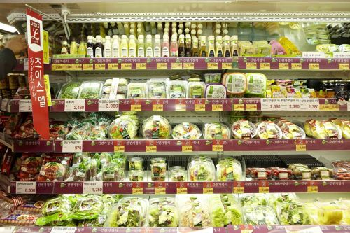 Pulmuone's salad bar options. (Pulmuon)