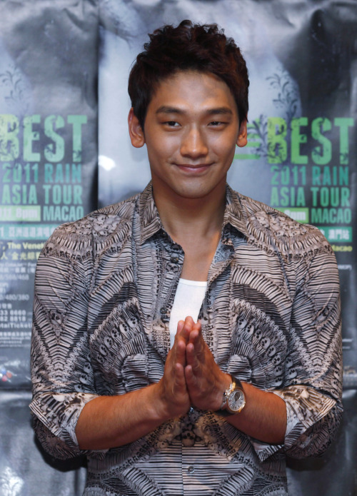 South Korea pop singer and movie star Jung Ji-Hoon, also known as Rain, smiles during a news conference in Macau Saturday, May 14, 2011 as Rain will hold his concert in Macau May 14. (AP-Yonhap News)