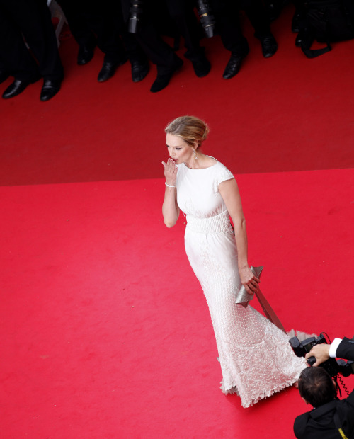 Actress Uma Thurman blows a kiss as she arrives for the screening of Pirates of the Caribbean; On Stranger Tides, at the 64th international film festival, in Cannes, southern France, Saturday, May 14, 2011.