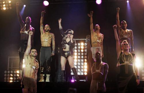 Lady Gaga, center, performs on the Main Stage at BBC Radio 1's Big Weekend, held at Carlisle Airport, Britain Sunday, May 15, 2011. (AP-Yonhap News)