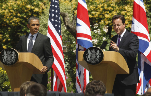 U.S. President Barack Obama and British Prime Minister David Cameron participate in a joint news conference at Lancaster House in London on Wednesday. (AP-Yonhap News)