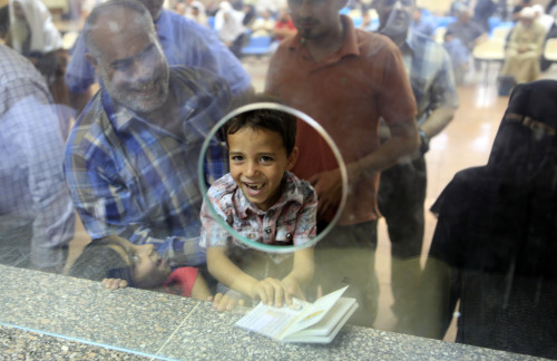 Palestinian Mohammed Ahmed holds his father's passport at the Egyptian passport administration at Rafah crossing port on Saturday. (AP-Yonhap News)