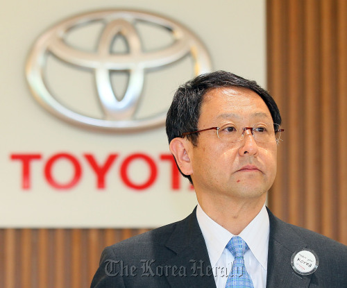 Toyota Motor Corp. president Akio Toyoda attends a meeting with a group of reporters at the company's Seoul head office Seoul on Saturday. (Yonhap News)