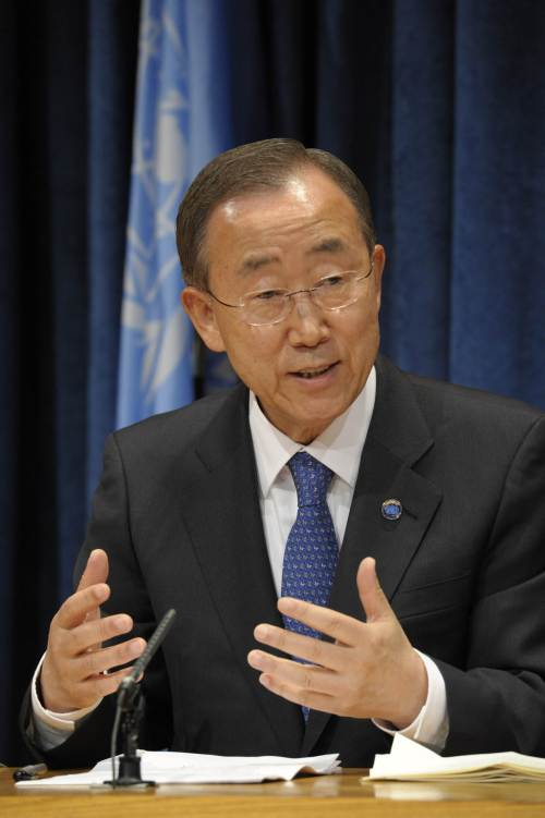 U.N. Secretary-General Ban Ki-moon announces that he will stand for a second five-year term as U.N. secretary-general during a press conference at U.N. headquarters in New York on Monday. (AFP-Yonhap News)
