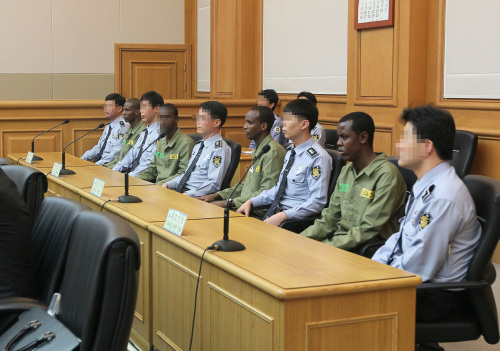 Somali pirates on trial last month after hijacking a South Korean freighter earlier in the year. Prosecutors unsuccessfully sought the death penalty for one pirate for the attempted murder of the ship's captain. (Yonhap News)