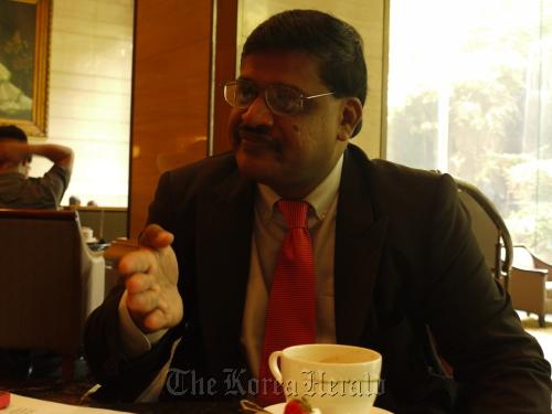 Economist Rajiv Biswas. (The Korea Herald)