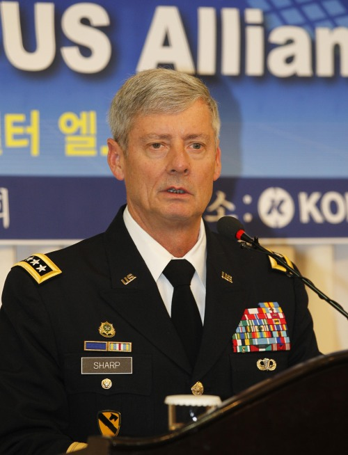 U.S. Forces Korea Commander Gen. Walter Sharp delivers a speech during a breakfast meeting hosted by the Association of the Republic of Korea Army in Seoul on Monday. (Yonhap News)