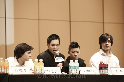 Ensemble Ditto members ― (From left) violinist Stefan Pi Jackiw, violist Richard Yongjae O'Neill, pianist Jiyong and cellist Michael Nicolas ― speak at a press conference in Seoul on Wednesday. (Credia)