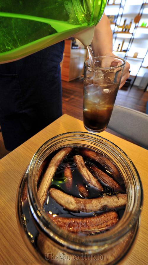 April Market's homemade banana vinegar drink makes for a refreshing summer beverage. (Kim Myung-sub/The Korea Herald)