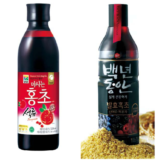 (Left)Daesang Chungjungwon's Drink Hong Cho played a key role in making vinegar drinks trendy in Korea. (Daesang Chungjungwon)(Right)Sempio's Drinking Rice Vinegar is made from brown rice and helps prevent obesity and high blood pressure. (Sempio)