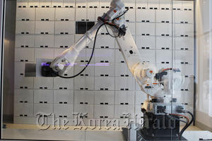 A luggage storage robot at the hotel in New York. (AP-Yonhap News)