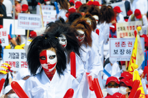 Sex workers demonstrate against police crackdowns in Seoul last month. (Yonhap News)