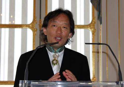 Conductor Chung Myung-whun speaks at the French Ministry of Culture and Communication in Paris on Wednesday after receiving a top French cultural honor. (Yonhap News)