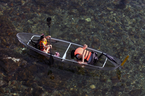 People enjoy transparent canoeing on the sea near Jangho-ri in Samcheok.(Han Eun-hee/KTO)