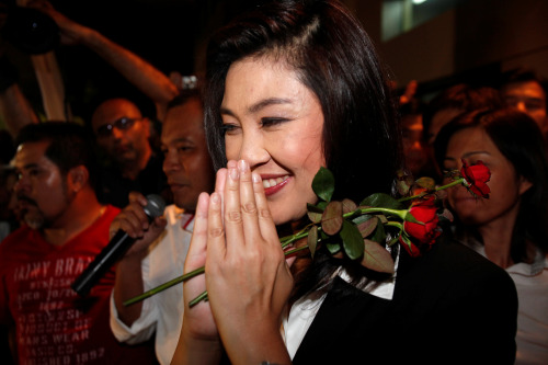 Yingluck Shinawatra, leader of the opposition Pheu Thai party, greets her supporters at her party headquarters in Bangkok, Thailand, on Sunday, July 3, 2011. (Bloomberg)