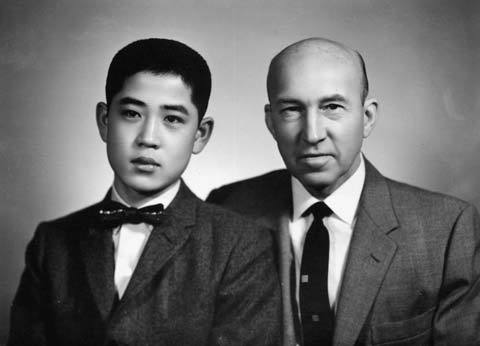 Han Sang-man (left) and his adoptive father Arthur Schneider, who is praised for his efforts to rebuild Seoul National University after the Korean War.