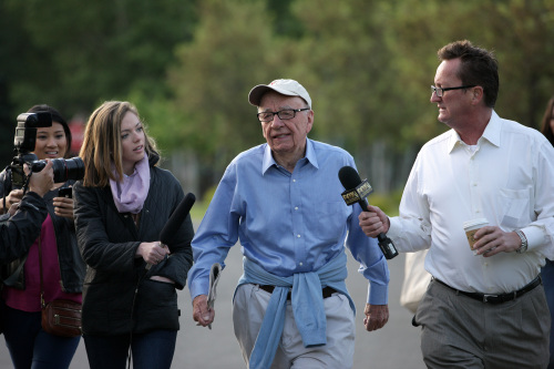 Members of the media gather around Rupert Murdoch, chief executive officer of News Corp., as he arrives for a morning session at the Allen & Co. Media and Technology Conference in Sun Valley, Idaho, Thursday. (Bloomberg)