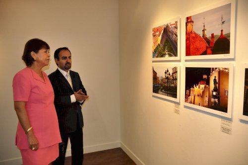 Mexican Third Secretary of culture Jorge Agraz explains to Mexican Ambassador Martha Ortiz de Rosas how the art exhibition was curated. (Yoav Cerralbo/The Korea Herald)