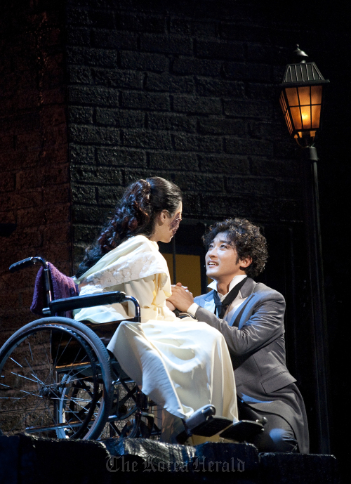 "A scene from ""Jack the Ripper"" featuring Ahn Jae-wook's Daniel. (Musical company)"