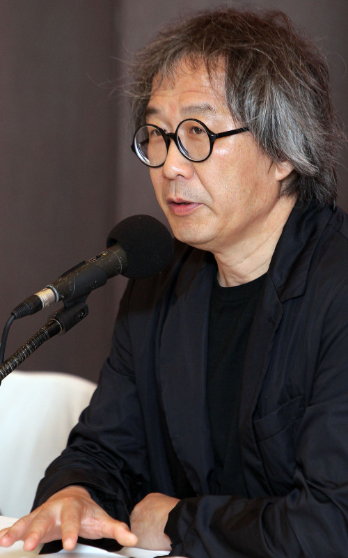 Seung H-Sang, co-director of the 4th Gwangju Design Biennale, speaks at the press conference on Tuesday at the Press Center in central Seoul. (Yonhap News)