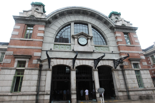 The old Seoul Station, which has gone through some two years of restoration to its original form, is shown on Thursday. (Yonhap News)
