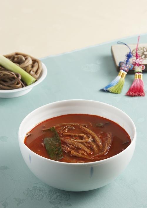 Yukgaejang (Institute of Traditional Korean Food)