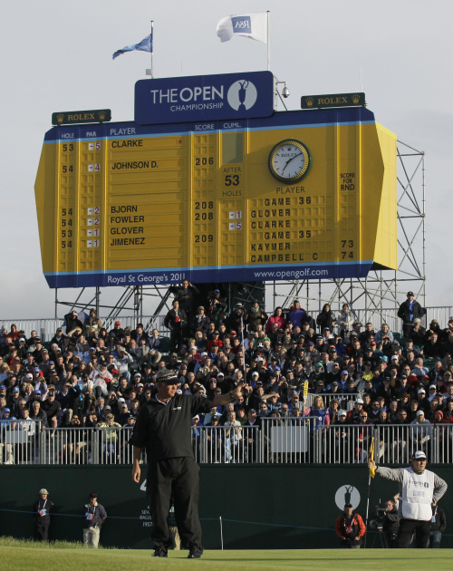 Darren Clarke celebrates after finishing his round at the British Open. (AP-Yonhap News)