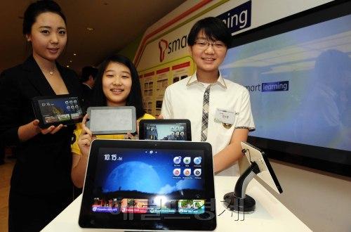 The smart learning platform service designed for tablet PCs. (Park Hae-mook/The Korea Herald)