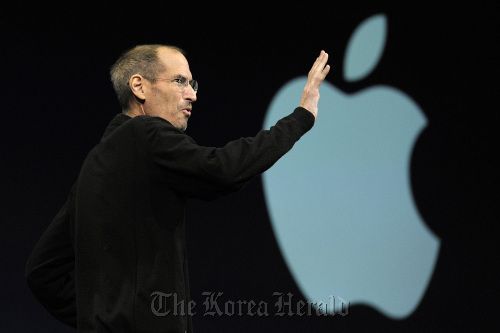Steve Jobs, Apple Inc. CEO, waves to the audience before unveiling the iCloud storage system at the Apple Worldwide Developers Conference 2011 in San Francisco in June. (Bloomberg)