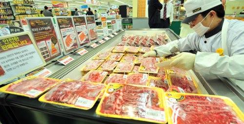 U.S. beef on sale at a Seoul supermarket (The Korea Herald)