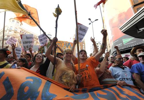 """Spain's """"indignant"""" activists converge on the Puerta del Sol square in Madrid on Saturday. (AFP-Yonhap News)"""