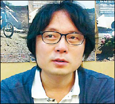 Kim Seong-uk, program director ofthe Korean Associat ion of Cinematheques, speaks during aninterview with The Korea Herald onTuesday. (Claire Lee/The Korea Herald)